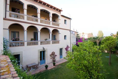 media/items/medium/16a7e-Casa-Ramon-Silvestre-Darder.-Vista-posterior.jpg