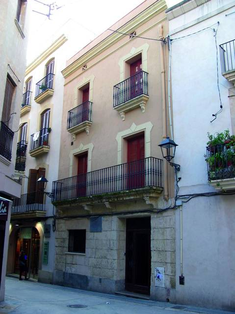 media/items/medium/b087b-1--Carrer-de-Joan-Gueell.jpg