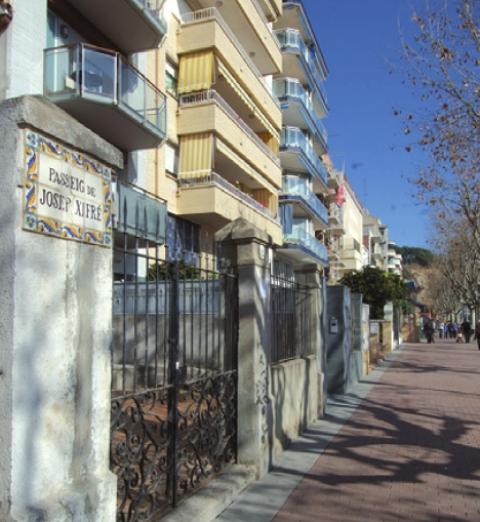 media/items/medium/e561d-Placa-Lloveras-i-Passeig-Xifre.png